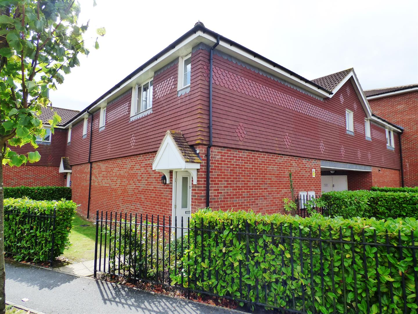 2 Bedrooms Maisonette Flat for sale in Kiln Way, Dunstable